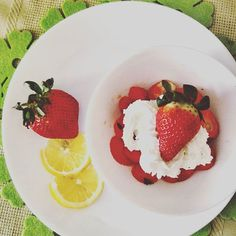 Oggi non vedevo l'ora di fare merenda... #fragoleepanna #fragoleamerenda #merendaitaliana #rdd_food#infinity_foodlover #fruit #insta_art #instafood #instacool #gooditaly #mangiabene #mangiasano #pannamontata #scattoperfetto #scattidicibo #scattidigusto #goloso #scattogoloso