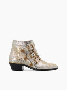 Discover Susanna Short Boot and shop online on CHLOE Official Website. CH24134E46