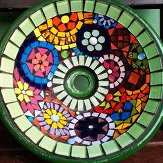 Cuba esmaltada decorada com Mosaico exclusivo e artística Mandala, Cuba, Poker Table, Stepping Stones, Stencils, Outdoor Decor, Home Decor, Enamels, Flower Decoration