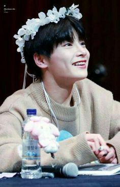 imagine he was looking at you Lee Min Ho, Stray Kids Minho, Stray Kids Seungmin, Jooheon, K Pop, Kids Fans, Kid Memes, Kids Wallpaper, Kids Logo