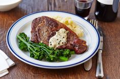 A simple Steak with mash and wilted spinach recipe for you to cook a great meal for family or friends. Buy the ingredients for our Steak with mash and wilted spinach recipe from Tesco today. Good Steak Recipes, Meatloaf Recipes, Beef Recipes, Easy Recipes, Healthy Recipes, Wilted Spinach Recipe, Creamed Spinach, Green Peppercorn, Peppercorn Sauce