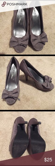 Blake Scott Grey woman shoes high heels 7.5 Cute high heels with bows. Very interesting design. Comfortable to walk in. Wore several times. In very good condition. Blake Scott Shoes Heels