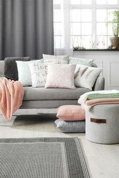 Keväisiä sisustusuutuuksia www.jysk.fi Furniture Showroom, Scandinavian Design, Love Seat, Sweet Home, Couch, Throw Pillows, Living Room, Home Decor, Interiors
