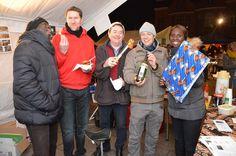 Op de kerstmarkt van Zemst was het zaterdag bijna over de koppen lopen. Schril contrast met de kerstmarkt van Mechelen die anno 2013 niet meer is dan een lege doos. Volgens sommigen lag dat aan de enorm hoge huurprijs van de kraampjes en het verplaatsen van de kerstmarkt van de Mechelse Grote Markt naar de Befferstraat. In Zemst maakten de standhouders en de bezoekers er in elk geval een gezellige boel van.