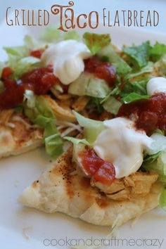 Grilled Taco Flat bread. Perfect for an appetizer or main dish. Easy and wonderful!  http://cookandcraftmecrazy.blogspot.com/2013/07/grilled-taco-flat-bread.html