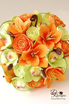 Green and orange wedding flowers. the Orange flowers would look beautiful with the lillys Easy Flo Orange Wedding Flowers, Flower Bouquet Wedding, Orange Flowers, Green Wedding, Orange Weddings, White Flowers, Alternative Bouquet, Clay Flowers, Sugar Flowers