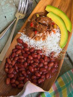 CARNE DE RES GUISADA Febrero 25, 2017 Ingredientes 2 Libras de carne de res picada en cuadritos (cadera, fm o roti) 2 Cdas. de aceite 1 Cda. de ajo. Majado ½ Cda. de orégano, seco 3 Cdas. de naranja…
