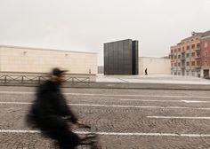 SET installs steel Holocaust memorial in a Bologna square