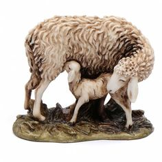 Oveja y cordero 15 cm resina Moranduzzo | venta online en HOLYART Christmas Nativity Set, Christmas Carol, Horse Sculpture, Antique Christmas, Clay Crafts, Beautiful Christmas, Animals And Pets, Sheep, Goats