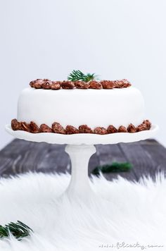 Weihnachts-Rezept: Gebrannte-Mandel-Torte mit Vanillecreme und Fondant | Filizity.com | Food-Blog aus dem Rheinland #weihnachten #advent #fondant #kuchen