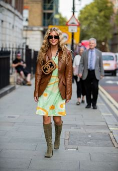 From Pandora Sykes, to Blanca Miro, the street style stars are out in force for London Fashion Week. Grunge Style, Soft Grunge, Uk Fashion, Womens Fashion Online, London Fashion, Star Fashion, Tokyo Street Fashion, Le Happy, Sarah Jessica Parker