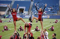 my cheer squad should do this. High School Cheerleading, Cheerleading Cheers, Cheerleading Pictures, Cheer Coaches, Volleyball Pictures, Cheer Pictures, Softball Pictures, Cheer Jumps, Cheer Stunts