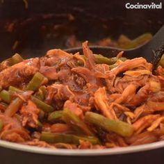 Chicken with nopales in adobo de guajillo Authentic Mexican Recipes, Mexican Food Recipes, Ethnic Recipes, Easy Chicken Recipes, Easy Dinner Recipes, Easy Meals, Bien Tasty, Deli Food, Cooking Recipes