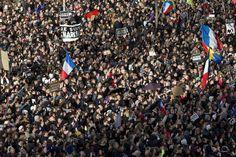 A Paris et en France, la mobilisation est massive. Crédits : AP/Peter Dejong