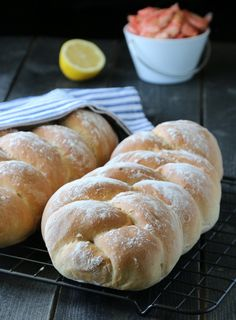 Norwegian Food, No Bake Desserts, Bread Baking, Food And Drink, Scones, Breakfast, Flat, Drinks, Tips