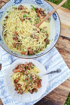 Herrlicher Pastaliebling! Spaghetti Carbonara mit Eierschwammerl – meinleckeresleben.com Pasta, Ethnic Recipes, Food, Spaghetti Carbonara Recipe, Food Food, Recipies, Essen, Meals, Yemek