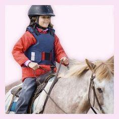 Bei dieser Sportart üben die Kleinen nicht nur die Pferde richtig zu pflegen, sondern auch die verschiedenen Gangarten und Kommandos.