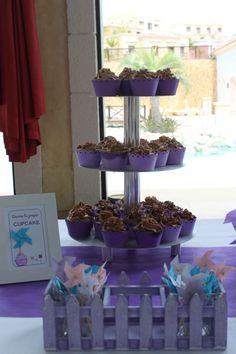 Cupcakes: Mesa dulce para comunión de niña con temática de molinillos - Pinwheel themed sweet table for a girl's party