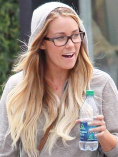 love LC's glasses - hipster-style but not all obvious and annoying :P