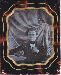 1/6 PLATE DAGUERREOTYPE ENGLISH (?). GENTLEMAN UNUSUAL COLOR GREEN LEATHER CASE. This 1/6 plate daguerreotype is of a young gentleman (possibly English). The image is semi clear with some minor scratches and a finger smudge on the upper right corner near the fabric. | eBay!