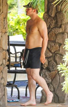 Chris Pratt Goes Shirtless, Shows Off His Hot Body in Hawaii!: Photo Chris Pratt puts his muscular physique on display while going shirtless for a relaxing day in Hawaii on Friday (June The actor, who was seen looking… Mode Masculine, Chris Pratt Shirtless, Hottest Male Celebrities, Celebs, Hot Dads, Beautiful Men Faces, Luke Evans, Famous Men, Men's Clothing