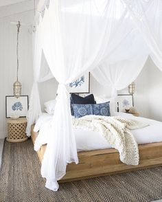 ☆ villastyling - bedroom decor and decorating, white and wood, indigo accents, herringbone rug