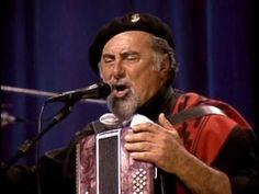 DVD - Renato Borghetti e Quarteto Ao Vivo no Theatro São Pedro *Cenas do DVD, encontra-se no Youtube apenas para divulgação e manutenção da cultura regional....