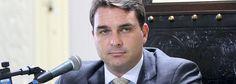 Canadauence TV: Flávio Bolsonaro destroça jornalistas do RJ TV, du...