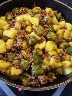 Rosenkohl-Pfanne 1 with ground beef healthy Rosenkohl-Pfanne von Ground Beef Recipes Easy, Beef Recipes For Dinner, Easy Healthy Recipes, Quick Easy Meals, Crockpot Recipes, Sprouts With Bacon, Roasted Sprouts, Sprouts Salad, Carne Picada