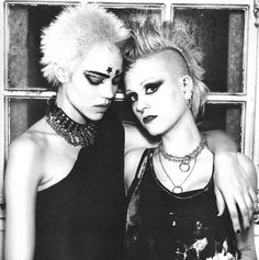 Late 70's punk post Pistols, you can see New Romantic in the make up and a slight nod towards Goth in this look.