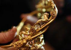 Unique golden treasure, Sveshtari, Bulgaria / Уникалното златно съкровище с общо тегло близо 1 килограм и 800 грама беше открито на 7 ноември от екип начело с проф. Диана Гергова.