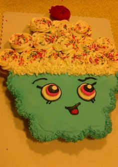 Shopkins Pull-Apart Cupcake Cake More Over 20 of the BEST Pull-Apart Cupcake Cake Ideas - these are adorable ideas that are very easy to make for parties, weddings, & kids birthday parties! Shopkins Cupcake Cake, Shopkins Birthday Cake, Cupcake Cakes, Cupcake Ideas, Shopkin Cupcakes, Shoe Cakes, Pull Apart Cupcake Cake, Pull Apart Cake, 6th Birthday Parties