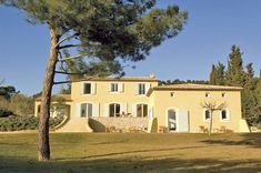 Découvrez les plans de cette bastide provençale sur www.construiresamaison.com >>>