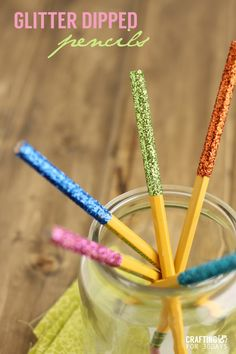 Glitter dipped pencils for kids going back to school! Love these! The kids will have fun making them too! On www.thirtyhandmadedays.com