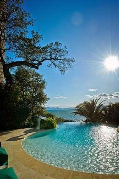 Natural style pool with infinity edge looking across an ocean view. Pinned to…
