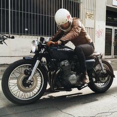 Go look at several of my most desired builds - distinctive scrambler concepts like this Cb 750 Cafe Racer, Cafe Racer Honda, Cafe Racer Style, Cafe Bike, Cafe Racer Bikes, Cafe Racer Motorcycle, Moto Bike, Motorcycle Style, Honda Cb750