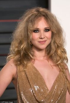 Where's a brush when you need one? Juno Temple (pictured) may have put the least effort into her look, which was a frizzy, out-of-control mess Pretty Men, Gorgeous Women, Sport Tv, Juno Temple, Temple Pictures, Celebrity Faces, Celebs, Celebrities, Bad Hair
