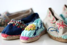 add some embroidery to canvas shoes Hippie Chic, Boho Chic, Spanish Espadrilles, Boho Shoes, Diy Mode, Shoe Art, Custom Shoes, Summer Shoes, Diy Clothes