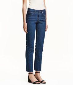Sieh's dir an! CONSCIOUS. Knöchellange 5-Pocket-Jeans aus gewaschenem Stretchdenim in Bio-Baumwollqualität. Modell mit geradem Bein und normaler Bundhöhe. – Unter hm.com gibt's noch viel mehr.