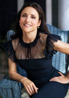 After undergoing cancer treatment, Julia Louis-Dreyfus is happy, healthy, and transforming her personal trials into an opportunity to do… Breast Cancer Support, Breast Cancer Awareness, Julia Louis Dreyfus, Instyle Magazine, Sexy Older Women, Celebs, Female Celebrities, Muse, Actresses
