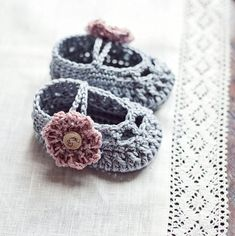Baby Booties Crochet PATTERN by monpetitviolon - These would look extra cute with a Tilda button.