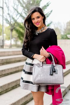 Vestido rayas + Abrigo fucsia Crimenes de la Moda - striped dress Sheinside pink coat - bolso Coach bag - zapatos Zara necklace