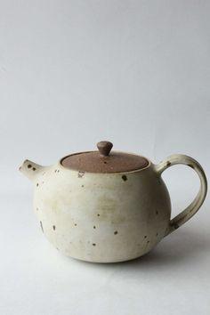 'kohiki' beaker 'kohiki' bowl 'kohiki' plates 'kohiki' teapot 'kohiki' cup & saucer breakfast with my pott. Pottery Teapots, Teapots And Cups, Ceramic Teapots, Ceramic Pottery, Pottery Art, Ceramic Art, Pottery Sculpture, Pottery Plates, Pottery Wheel