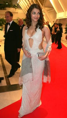 Actress Aishwarya Rai arrives at the 57th International Cannes Film Festival opening ceremony dinner May 12, 2004 in Cannes, France.