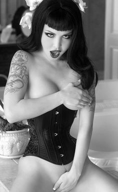 Sexy in black corset. Pin Up Girls, Hot Girls, Goth Beauty, Dark Beauty, Sexy Tattoos, Girl Tattoos, Fake Tattoos, Estilo Dark, Gothic Girls