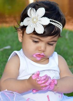 Crochet Headband Free, Crochet Baby, Pearl Headband, Lace Bows, Sewing For Kids, Flower Crafts, Baby Headbands, Hair Band, Girl Birthday