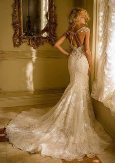 brautkleid-meerjungfrau-mit-spitze-tiefer-ruckenausschnitt-armellos-lange-schleppe-elegant #wedding