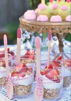 Strawberry yogurt breakfast parfaits - perfect for a brunch or a little girl's p. - Strawberry yogurt breakfast parfaits – perfect for a brunch or a little girl's party. Baby Shower Brunch, Baby Girl Shower Food, Baby Shower Desserts, Shower Baby, Baby Shower For Girls, Baby Shower Buffet, Ballerina Baby Showers, Baby Shower Snacks, Baby Shower Princess