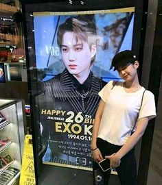 supportive girlfriend indeed. <3 discovered by @marielsks__ Exo Couple, Korean Couple, Kpop Couples, Cute Couples, Exo Kai, Chanyeol, K Pop, Dont Want To Lose You, Lisa