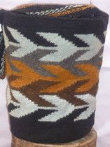 2 - Mochilas arhuacas Figuras: Kanzachu (Hoja de árbol) D Tapestry Bag, Tapestry Crochet, Textiles, Twine, Color Inspiration, South America, Clutches, Projects To Try, Arts And Crafts